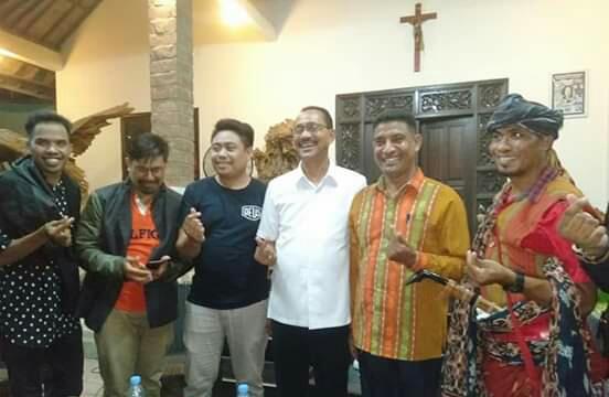 Bupati Sumba Tengah, Foto bersama dengan pengurus IKST-Bali